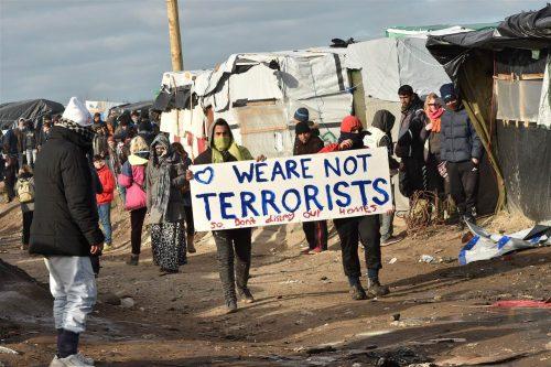 """시리아 난민 """"우리는 테러리스트가 아니에요"""""""